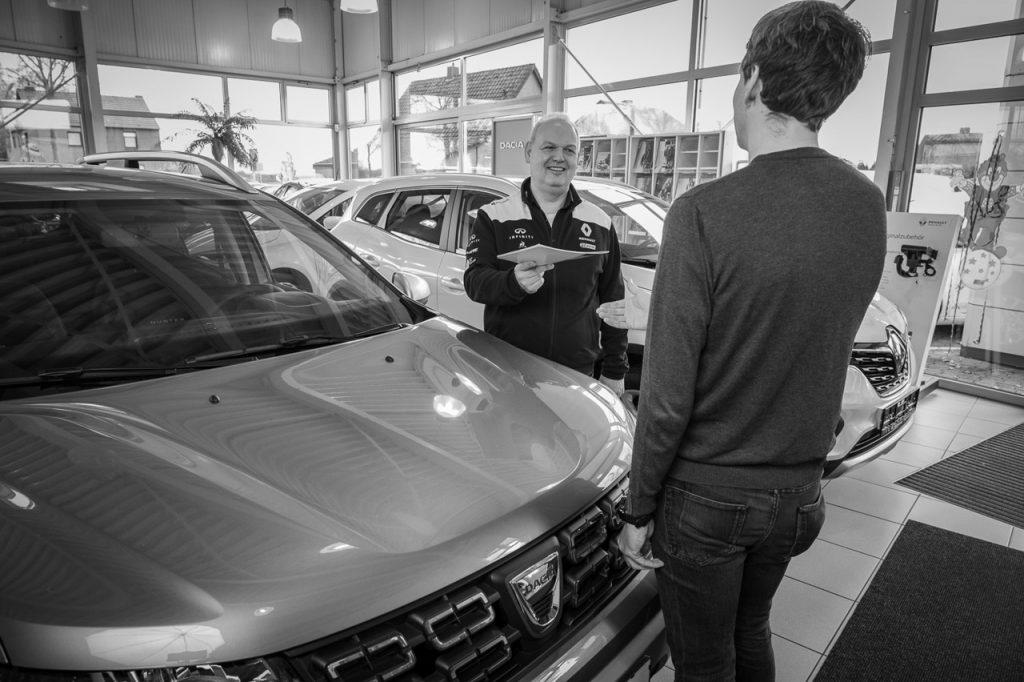 Verkauf von Renault Dacia ZE Autohaus Schouren