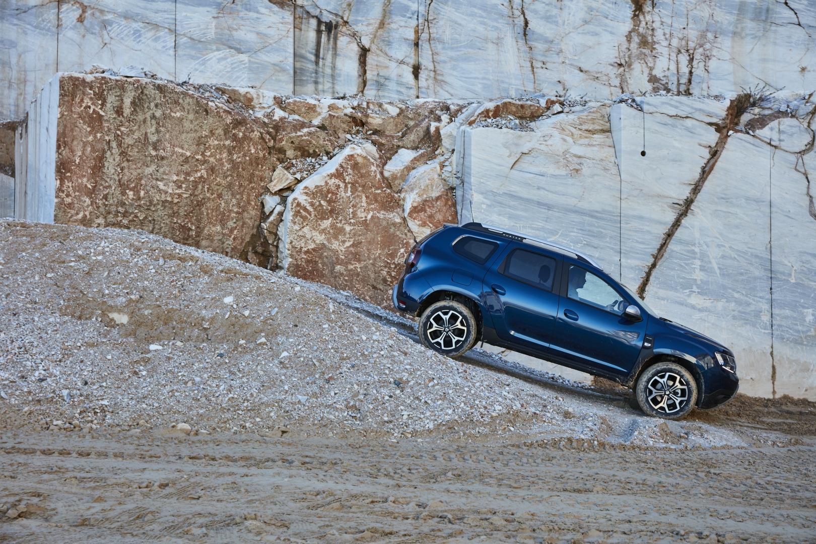 Bergan- und Abfahrhilfe beim Dacia DUSTER Autohaus Schouren