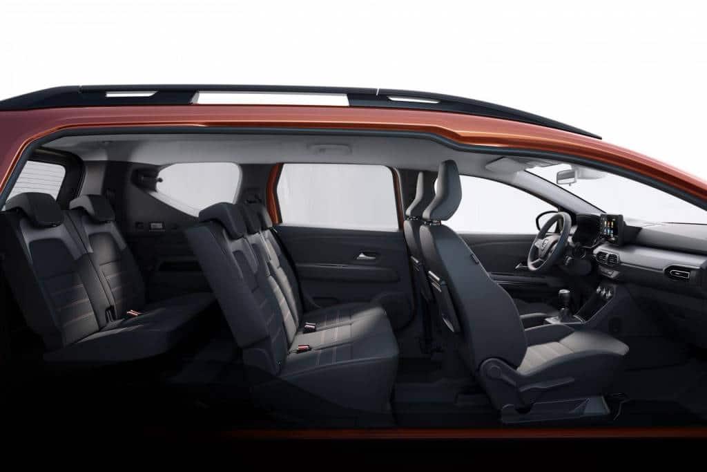 Üppiges Platzangebot für bis zu sieben Erwachsene beim Dacia JOGGER Autohaus Schouren