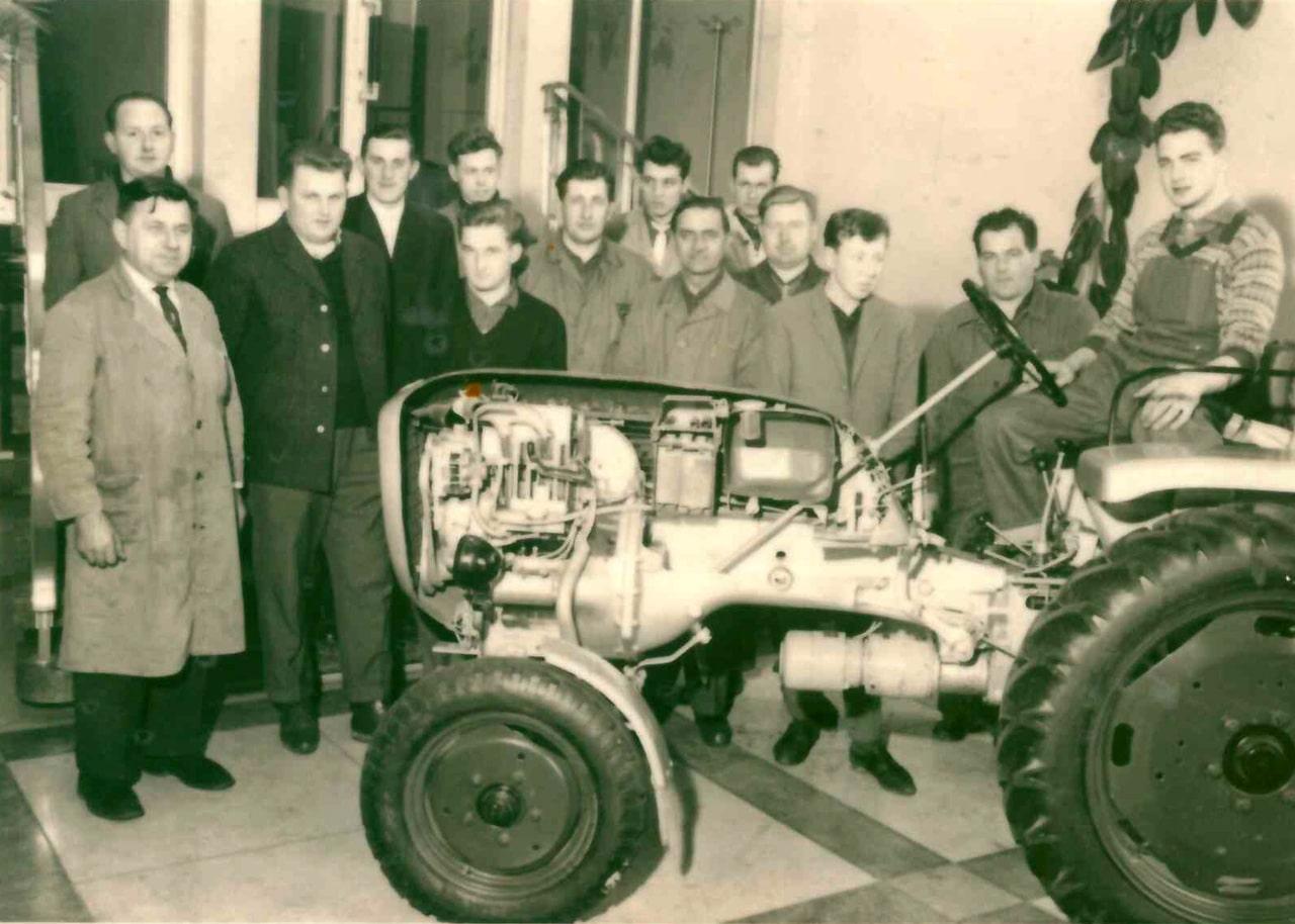 Josef Schouren übernimmt den Landmaschinenbetrieb seines Vaters Wilhelm. 