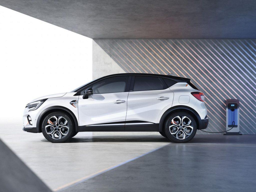 Renault CAPTUR E-TECH Hybrid Plug-In an Ladestation Autohaus Schouren