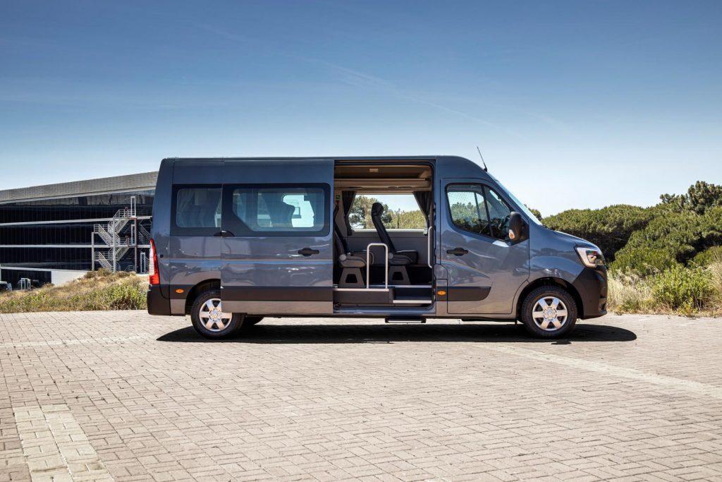 Renault MASTER Combi Bus: Perfekt für die Personenbeförderung - Autohaus Schouren