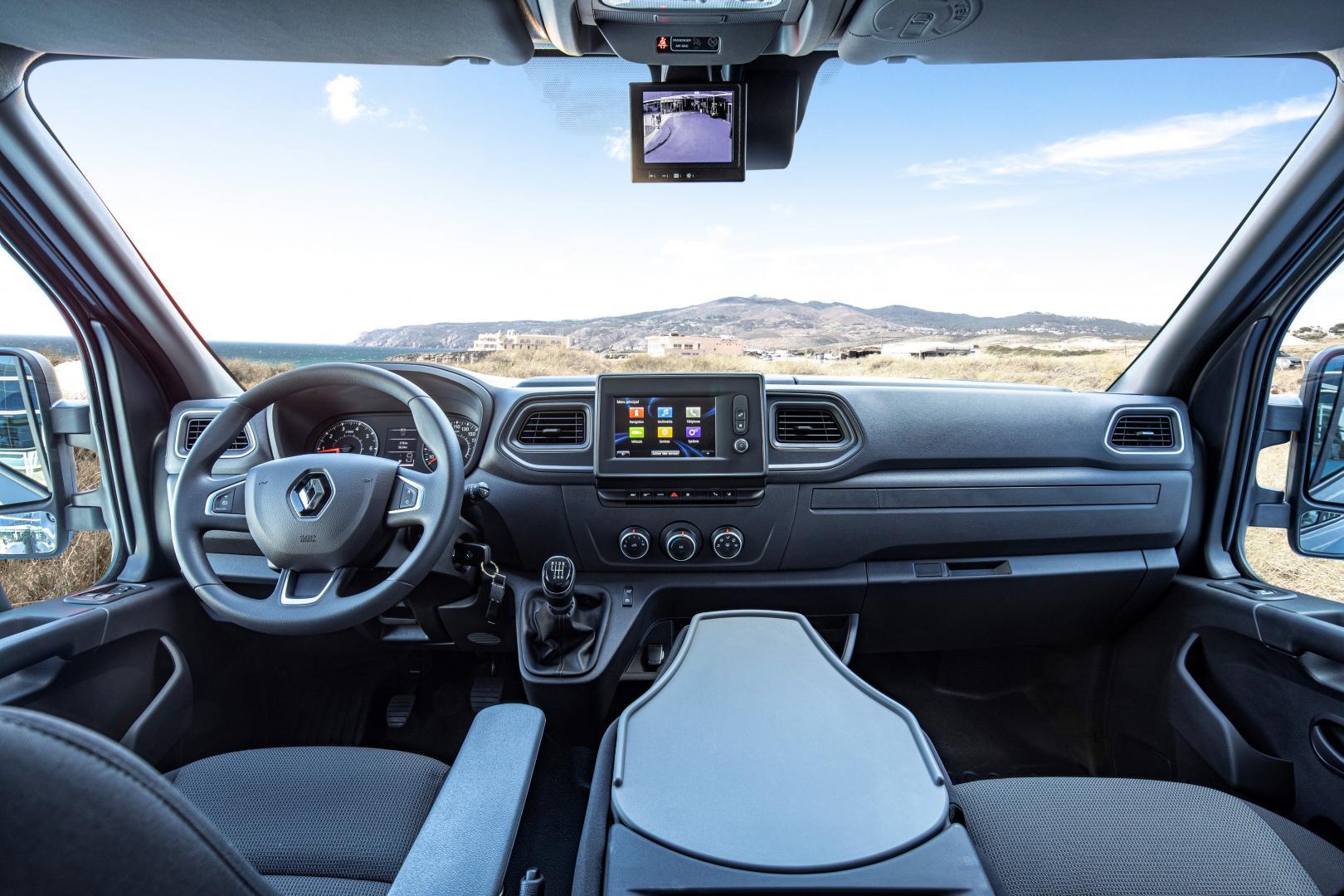 Smartes Cockpit des Renault MASTER Kastenwagen Autohaus Schouren