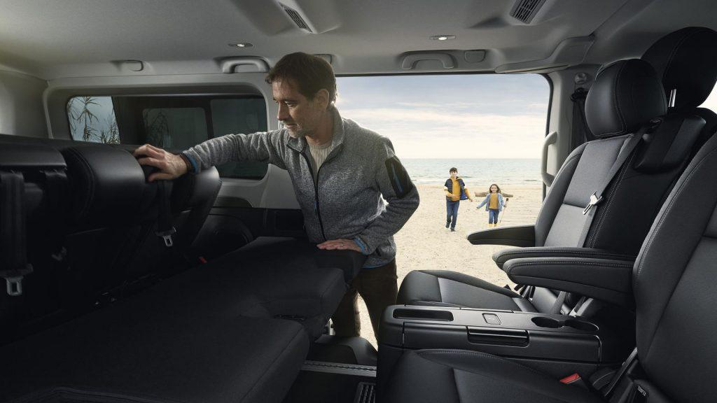 Neuer Innenraum mit höchster Kopffreiheit im Segment beim Renault TRAFIC Combi SpaceClass Autohaus Schouren