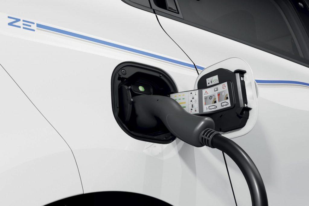 Schnellladung mit dem CHAMELEON CHARGER des Renault TWINGO ELECTRIC Autohaus Schouren